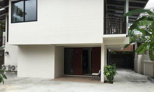 RENT Newly Renovated Detached 2 Bed 1 Study 3 Bath Yenakart House near Sathorn