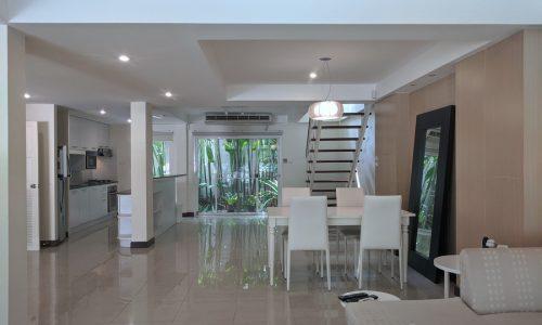 RENT Spacious 3 Bed 3 Bath Ekkamai House in Secure Compound near Ekkamai BTS