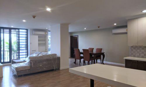 RENT Ekkamai Apartment Spacious Modern 3 Bed 3 Bath near Big C Center and BTS