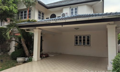 RENT Sammakorn Village Ramkhamhaeng Detached House 3 bed 1 study 3 bath with mature Garden